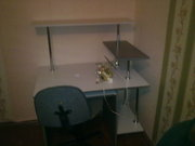 Продам ОЧЕНЬ удобный и вместительный компьютерный стол.