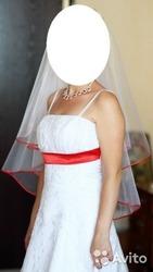 Продам красивое свадебное платье с красным акцентом!