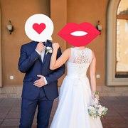 Свадебное платье с кружевом и небольшим шлейфом
