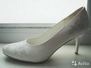 Продам белые туфли (свадебные)